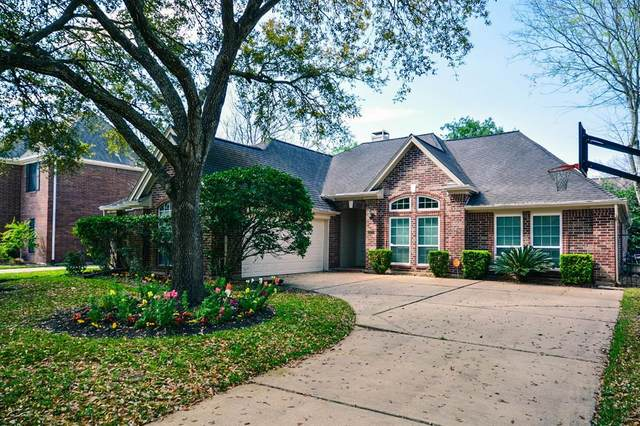 6923 Hearthside Drive, Sugar Land, TX 77479 (MLS #44564339) :: The SOLD by George Team