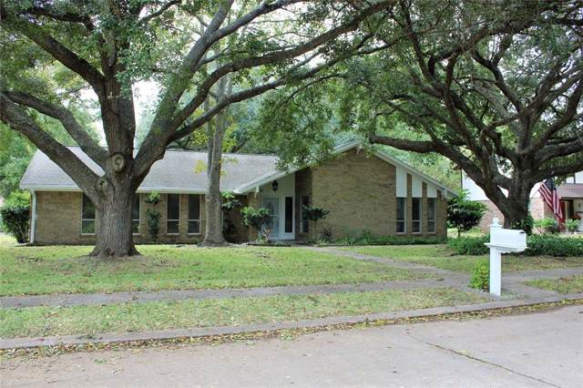 55 Flag Court, Lake Jackson, TX 77566 (MLS #44565894) :: Texas Home Shop Realty