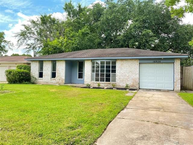 16926 David Glen Drive, Friendswood, TX 77546 (MLS #44932476) :: Caskey Realty