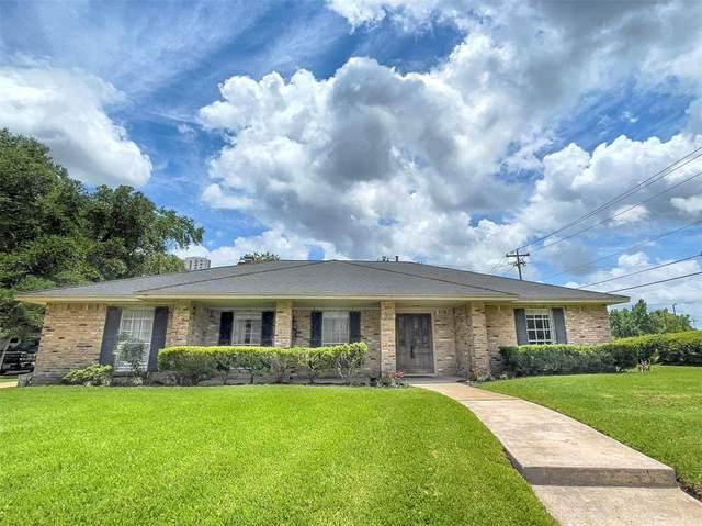 302 Forest Lake Drive, Seabrook, TX 77586 (MLS #44940613) :: Ellison Real Estate Team
