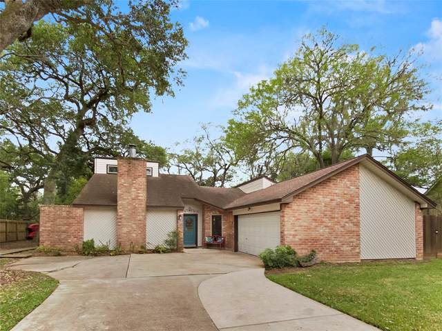 221 Huckleberry Drive, Lake Jackson, TX 77566 (MLS #4565106) :: Bay Area Elite Properties