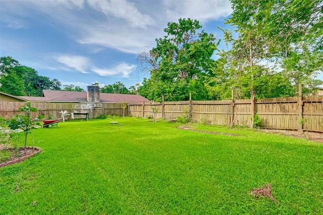 17027 Forest Trail Drive, Channelview, TX 77530 (MLS #45655840) :: The Queen Team