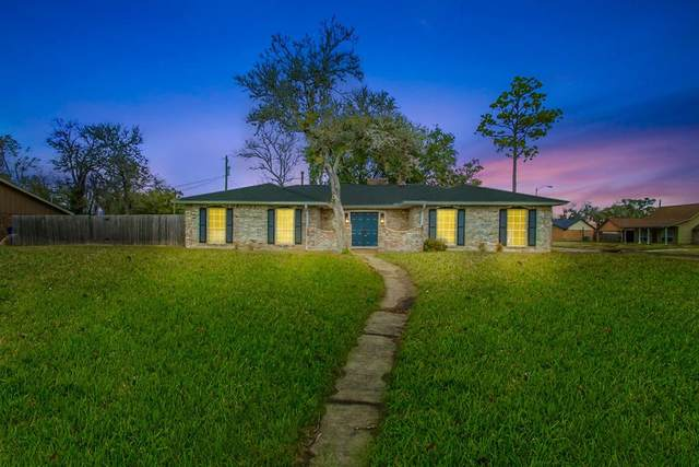 302 S South Yaupon Street, Richwood, TX 77531 (MLS #45873584) :: The Bly Team