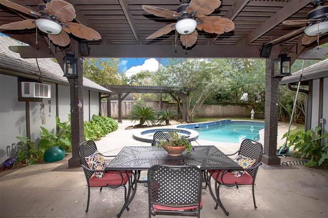 1522 San Sebastian Lane, Nassau Bay, TX 77058 (MLS #46013951) :: The SOLD by George Team
