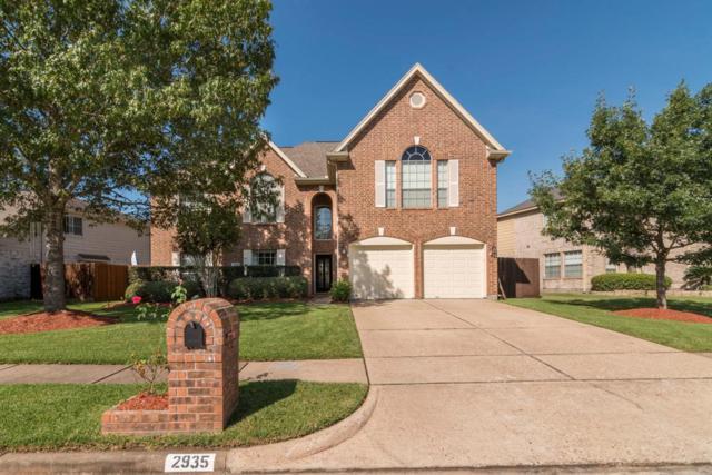 2935 Regata Run Drive, Friendswood, TX 77546 (MLS #46045590) :: Texas Home Shop Realty