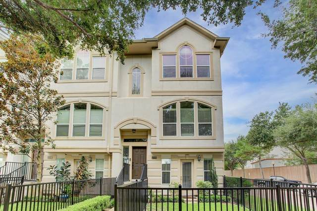 1722 French Village Drive, Houston, TX 77055 (MLS #46139755) :: The Freund Group
