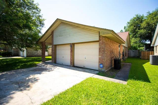 1324 Clover Drive, Angleton, TX 77515 (MLS #46209789) :: The SOLD by George Team