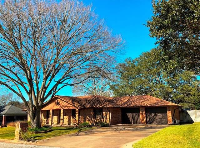 117 Douglas Drive, Bellville, TX 77418 (MLS #46242636) :: Christy Buck Team