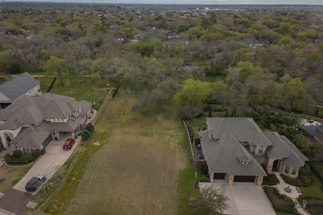 413 Hunters Lane, Friendswood, TX 77546 (MLS #46552507) :: The SOLD by George Team