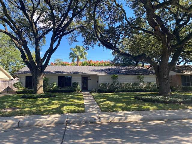 2619 Stoney Brook Drive, Houston, TX 77063 (MLS #46803829) :: The Queen Team