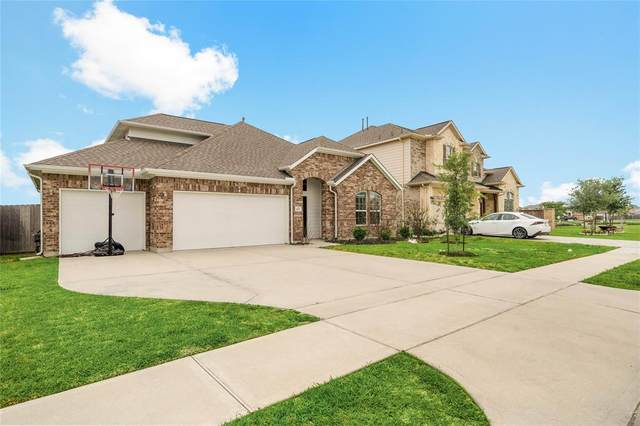 8707 E Crescent Lake Circle, Baytown, TX 77521 (MLS #47035962) :: The SOLD by George Team