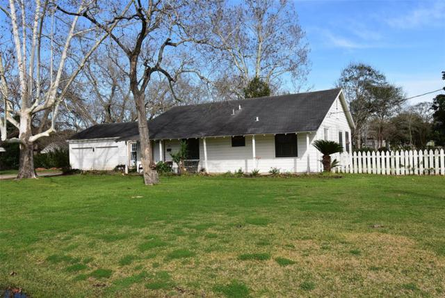 1301 Avenue G, Bay City, TX 77414 (MLS #47116028) :: Texas Home Shop Realty