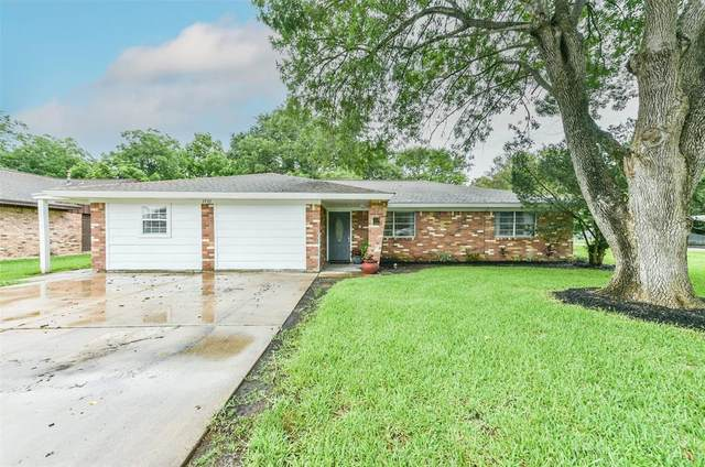 1531 Avenue D, Danbury, TX 77534 (MLS #47182503) :: Lerner Realty Solutions