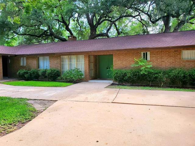 306 Forest Drive Drive, Lake Jackson, TX 77566 (MLS #47197283) :: The SOLD by George Team