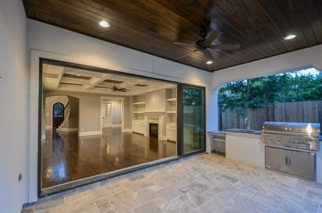 1717 Bayram Drive, Houston, TX 77055 (MLS #47201982) :: The SOLD by George Team