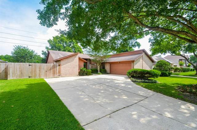 819 Green Belt Drive, Sugar Land, TX 77498 (MLS #47262417) :: The SOLD by George Team