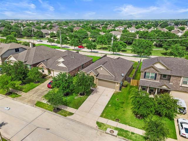 6739 Strawberry Brook Lane, Dickinson, TX 77539 (MLS #47358949) :: Phyllis Foster Real Estate