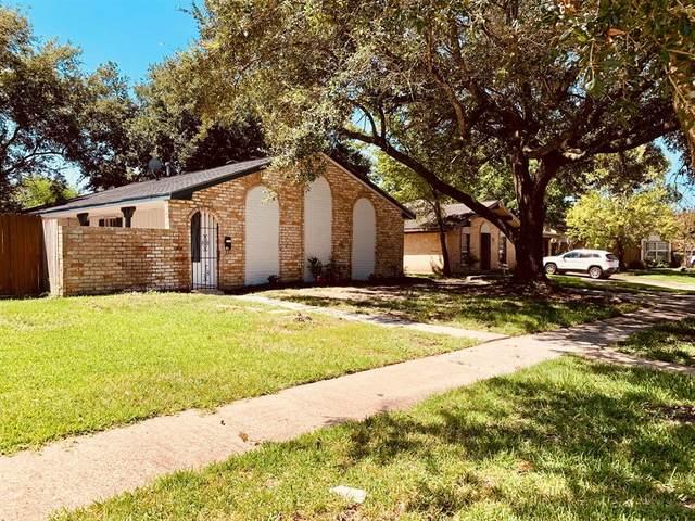 8406 Beechaven Road, La Porte, TX 77571 (MLS #47912667) :: The Bly Team