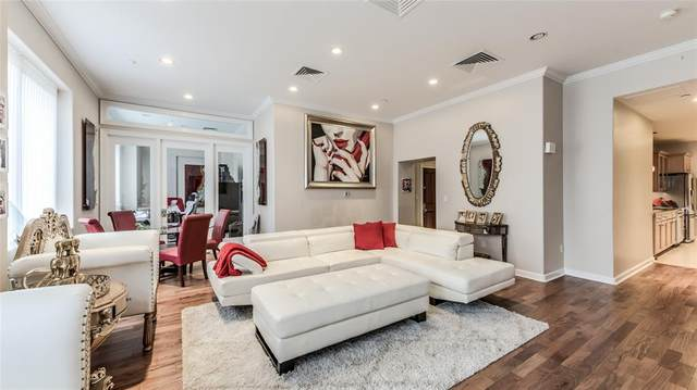 914 Main Street #911, Houston, TX 77002 (MLS #48043039) :: The SOLD by George Team