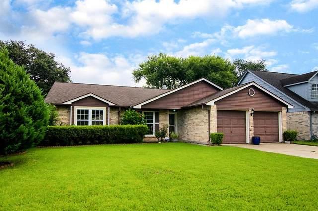 16723 Barkentine Lane, Friendswood, TX 77546 (MLS #48049413) :: Rachel Lee Realtor