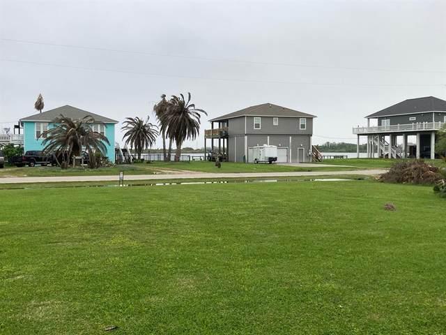 1047 Lakewood, Crystal Beach, TX 77650 (MLS #48111813) :: Guevara Backman