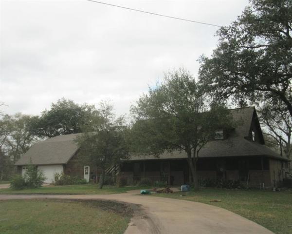 55 Robinhood Lane, Clute, TX 77531 (MLS #482915) :: The Bly Team