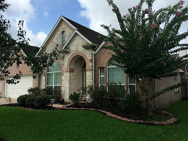 2210 Breezeway Bend Drive, Pearland, TX 77584 (MLS #48409352) :: The SOLD by George Team