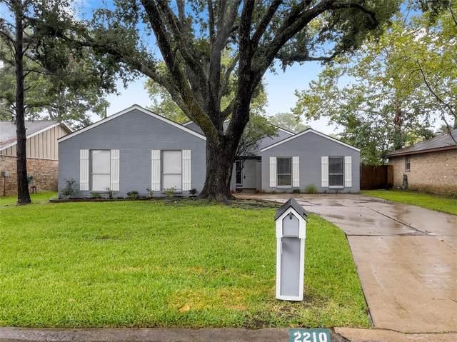 2210 Colonial Court N, League City, TX 77573 (MLS #48760339) :: The Wendy Sherman Team