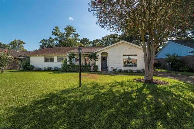 18230 Point Lookout Drive, Nassau Bay, TX 77058 (MLS #48788930) :: Ellison Real Estate Team