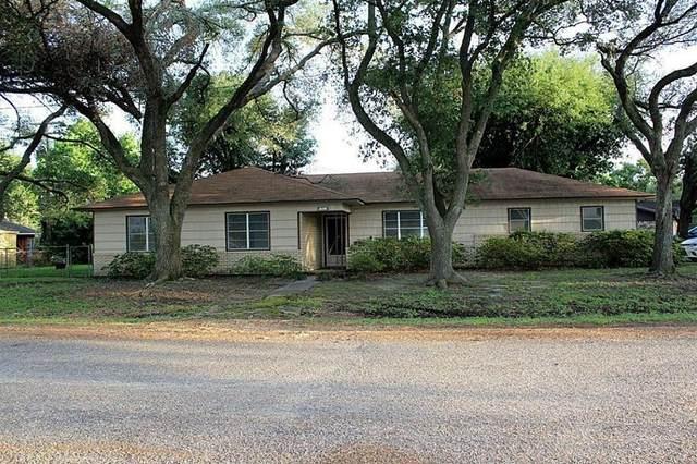 1907 Briar Lane, El Campo, TX 77437 (MLS #49059564) :: TEXdot Realtors, Inc.