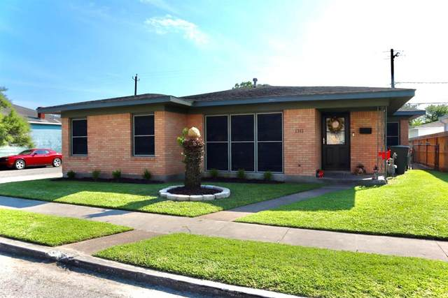 1311 Milam Drive, Galveston, TX 77551 (MLS #49143384) :: The Parodi Team at Realty Associates