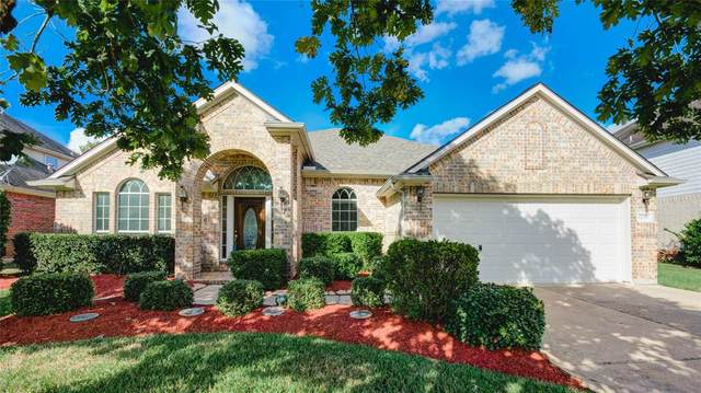 11603 Bay Crossing Drive, Pearland, TX 77584 (MLS #49285233) :: The Freund Group