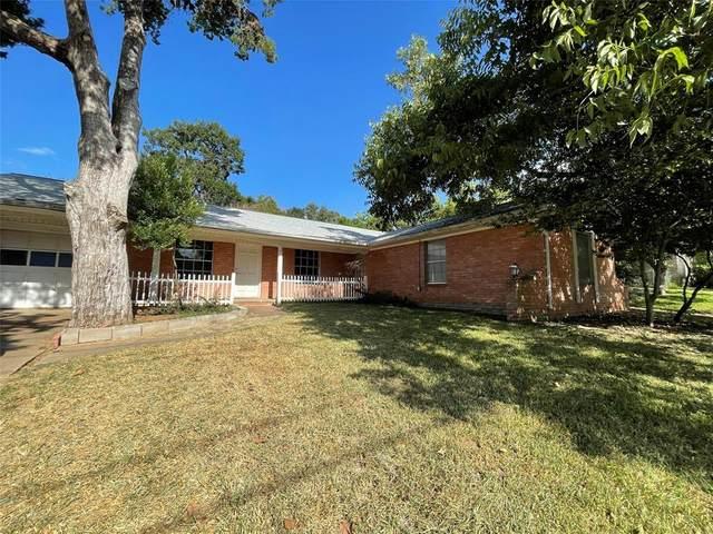 1305 S Chappell Hill Street, Brenham, TX 77833 (MLS #49520398) :: Guevara Backman