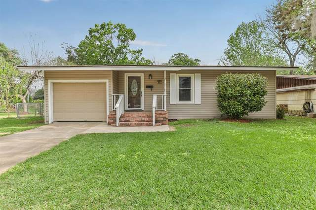 62 Camellia Court, Lake Jackson, TX 77566 (MLS #49523752) :: Christy Buck Team