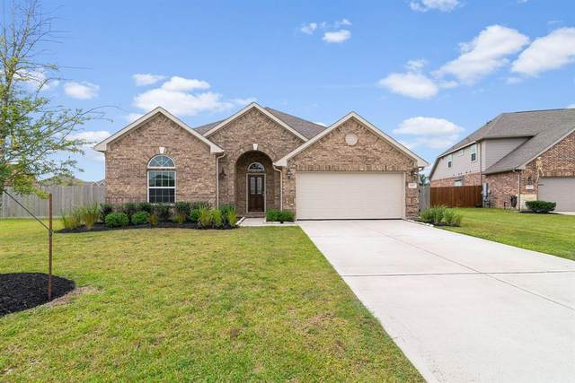 3210 Jeanette Circle, Mont Belvieu, TX 77523 (MLS #49625880) :: My BCS Home Real Estate Group