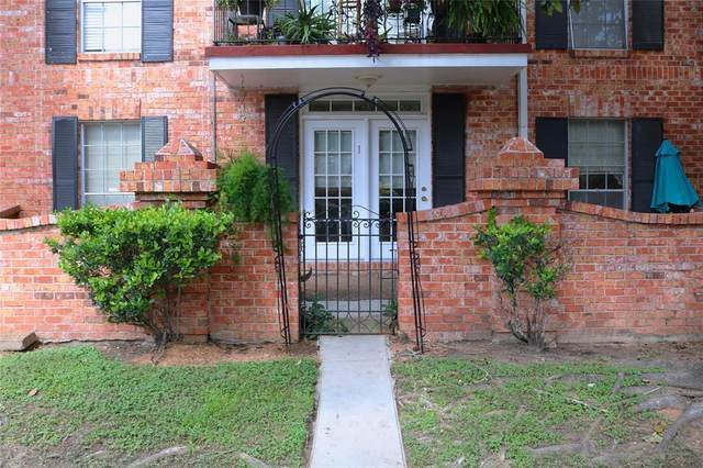 2824 Briarhurst Drive #1, Houston, TX 77057 (MLS #49746164) :: The SOLD by George Team