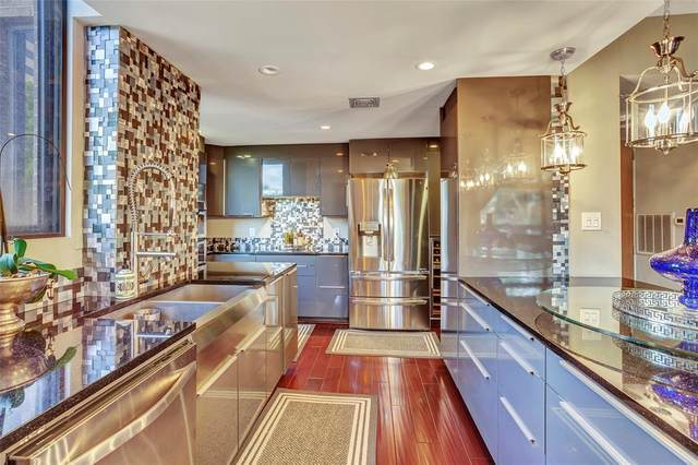 21 Briar Hollow Lane #208, Houston, TX 77027 (MLS #49754960) :: The SOLD by George Team