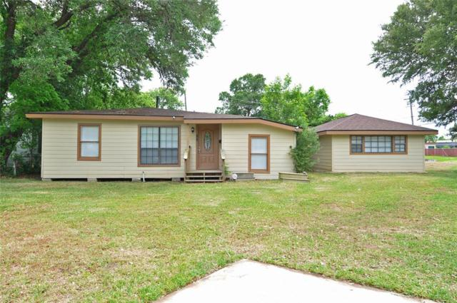 55 Vinca Court, Lake Jackson, TX 77566 (MLS #49784020) :: Team Parodi at Realty Associates