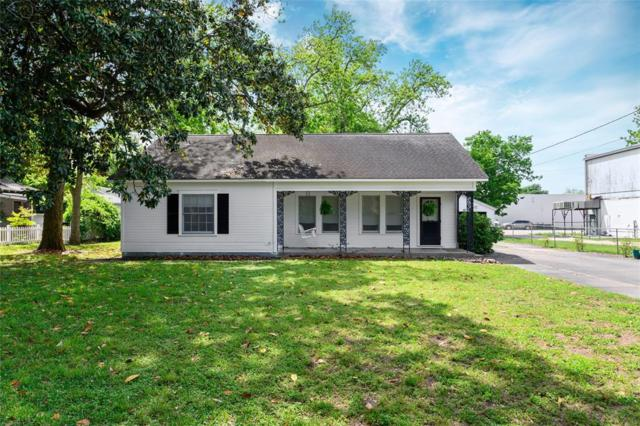 1122 Live Oak Street, Columbus, TX 78934 (MLS #49799190) :: The SOLD by George Team