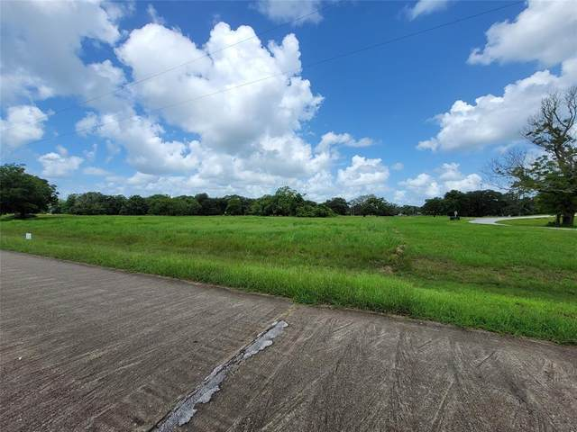 1326 Mill Road, Angleton, TX 77515 (MLS #49801338) :: Lerner Realty Solutions