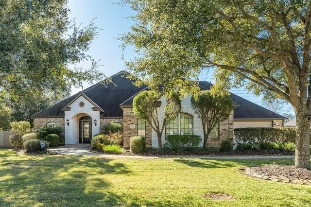 1105 Oak Park Drive Drive, Angleton, TX 77515 (MLS #50549693) :: The Sansone Group