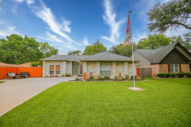 306 Raintree Lane, Lake Jackson, TX 77566 (MLS #50608638) :: Guevara Backman