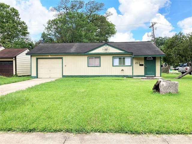 211 Huisache Street, Lake Jackson, TX 77566 (MLS #50797820) :: The Heyl Group at Keller Williams