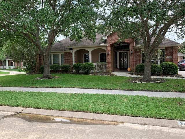 2013 Yorktown Court, Seabrook, TX 77586 (MLS #50865928) :: The Bly Team