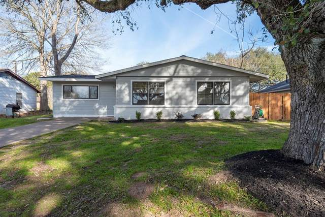 208 Pine Street, Prairie View, TX 77446 (MLS #51136243) :: The Queen Team