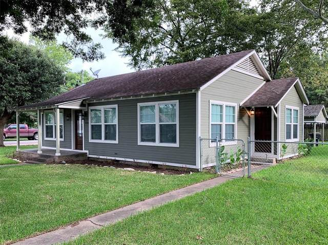 1036 Jackson Street, Columbus, TX 78934 (MLS #51243450) :: The SOLD by George Team
