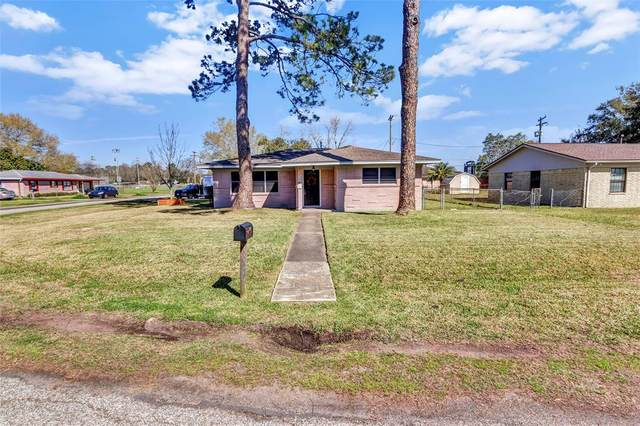 1310 College Drive, Alvin, TX 77511 (MLS #51348092) :: Phyllis Foster Real Estate