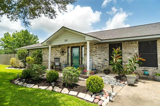 1450 Horse Shoe Court, Angleton, TX 77515 (MLS #51645457) :: The Sansone Group
