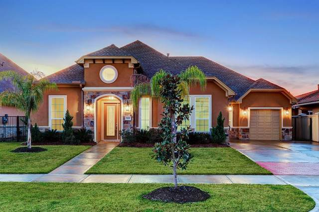 628 Appia Drive, Kemah, TX 77565 (MLS #52216057) :: The SOLD by George Team