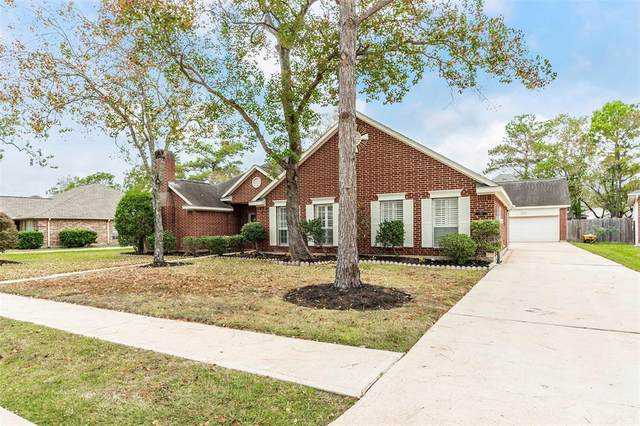 703 Hackberry Lane, Friendswood, TX 77546 (MLS #52255965) :: Caskey Realty